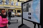 Z vernisáže panelové výstavy 'Tenkrát před 30 lety' na Masarykově náměstí v Benešově.