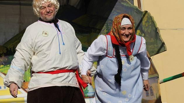 V Miličíně nechodí o masopustu průvod maškar po obci, ale na rynku se hraje už 20 let divadlo.
