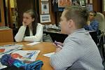 Dětský tým školního časopisu Labyrint vedený učitelkou Kamilou Stolařovou se v redakci Benešovského  deníku ocitl ve středu ráno v roli respondentů ankety.