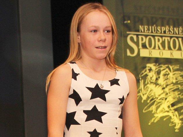 Daniela Radová při přebírání stříbrného ocenění na vyhlášení Nejúspěšnějších sportovců Benešovska za rok 2016 v kategorii mládež, která se uskutečnila v Benešově v KD Karlov.