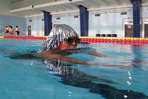 Stříbrná paruka patřila k výzdobě jedné z plavkyň