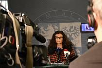 Hejtmanka Středočeského kraje Jaroslava Pokorná Jermanová (ANO) před kamerou České televize.