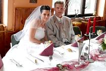 Vstup do manželství oslavili Lukáš a Petra Kazdovi z Teplýšovic hostinou v tamní restauraci.