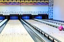 Interiér nově otevřeného Stone bowling baru v Tyršově ulici.