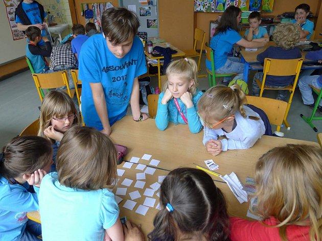 I žáci v divišovské základní škole si užili program ke Dni Země. V rámci vyučovacích hodin si povídali o třídění odpadu i o ochraně životního prostředí.