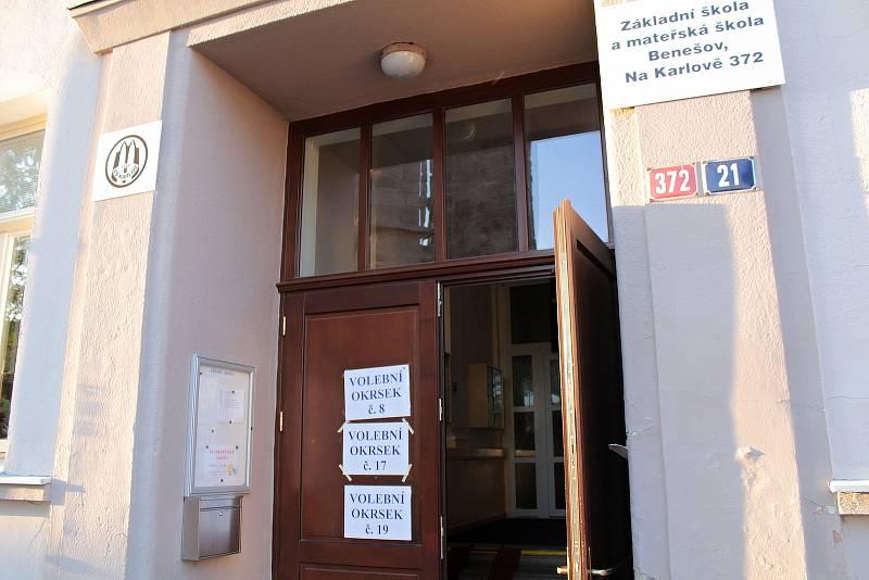 Parlamentní volby v Benešově v ZŠ Na Karlově.