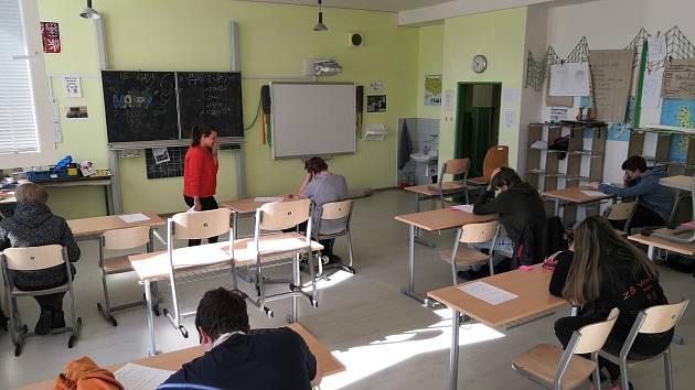 Zahájení výuky po 'koronavirovém volnu' v Základní škole Vorlina ve Vlašimi.