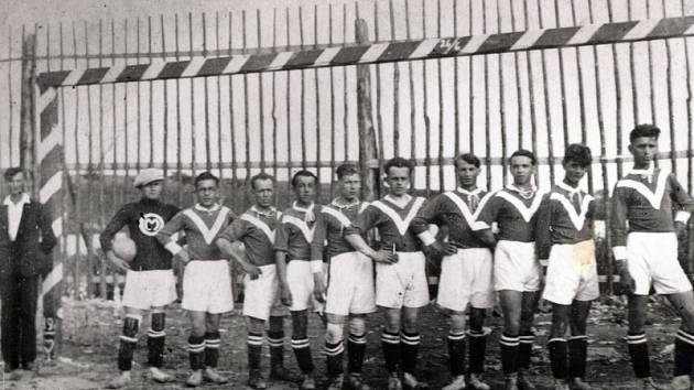 Z archivních snímků vznikne fotokronika připomínající historii fotbalu v Mezně.
