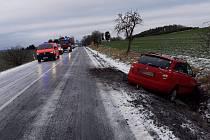 Během necelé hodiny došlo na Benešovsku ke třem nehodám a požáru.