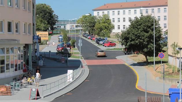 Ulice Karla Nového už slouží motoristům. Někdy ale také skateboardistům.