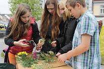 Loni slavili žáci benešovských základních, ale i mateřských škol Den Země na Masarykově náměstí, kde pro ně byla připravena celá řada soutěží a vědomostních kvízů.
