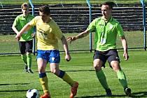 Na jaře Benešov (ve žlutém David Filip) doma s Mostem remizoval 2:2, teď si přivezl ze severu Čech tři body za výhru 2:1.