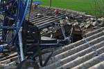 V pátek 10. dubna krátce po 9. hodině na letišti v Radošovicích havaroval pilot motorového padákového kluzáku, jenž spadl na střechu hangáru. Těžce zraněného muže transportoval do pražské nemocnice vrtulník Letecké záchranné služby