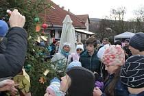 Občané Netvořic se potkali na vánočním jarmarku