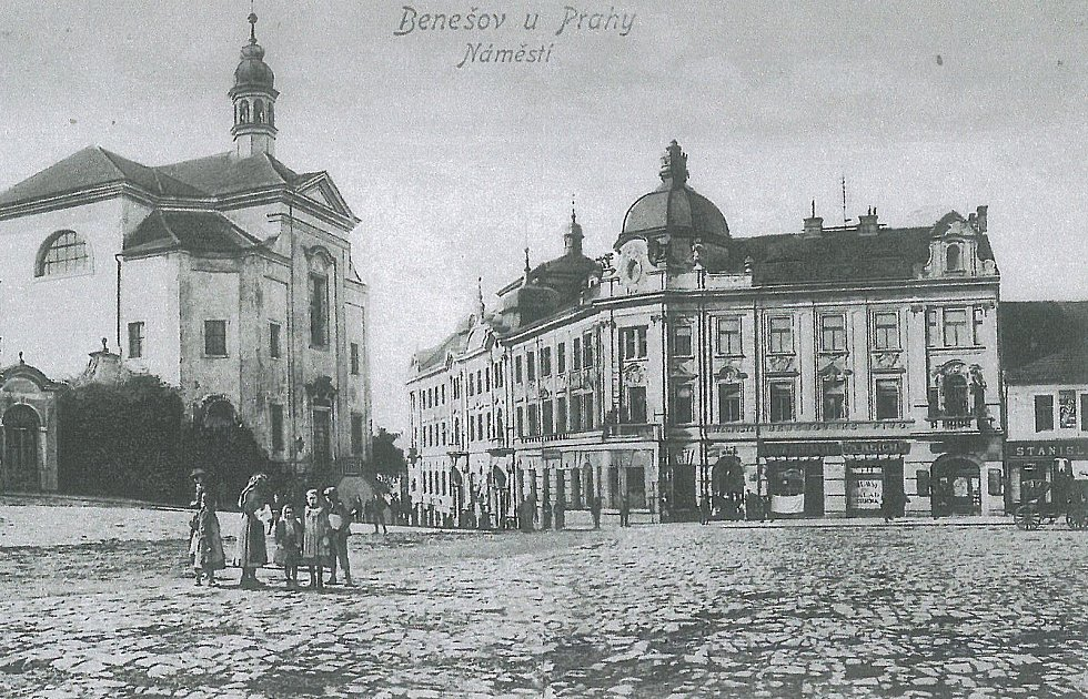 Hotel Pošta v Zámecké ulici v Benešově na archivním snímku.