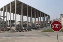 Výstavba v jedné z průmyslových zón města Benešova.