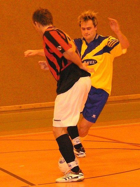 Kanonýr Arsenalu Ondřej Žáček (ve žlutém) se opět střelecky prosadil a jednou brankou pomohl domácím k výhře.