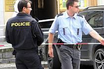 Výbuch bomby také ohlásil mužský hlas telefonicky 25. července ve Voticích a 3.srpna v Benešově. Pachatel byl chycený  za několik desítek hodin.