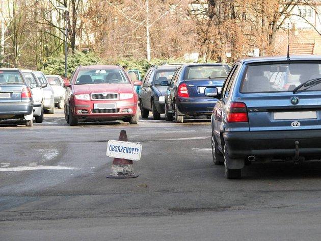 V centru Benešova není kde zaparkovat