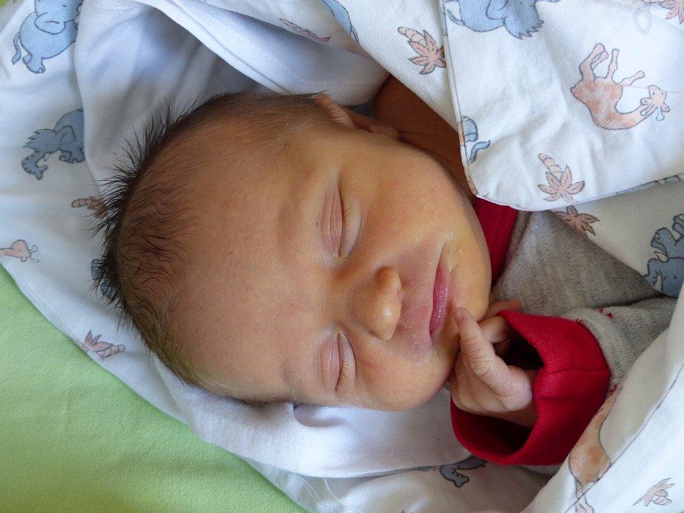 Alžběta Cmárová se narodila 23. dubna 2021 v kolínské porodnici, vážila 2990 g a měřila 48 cm. Ve Smilovicích ji přivítala maminka Iva a tatínek Peter.