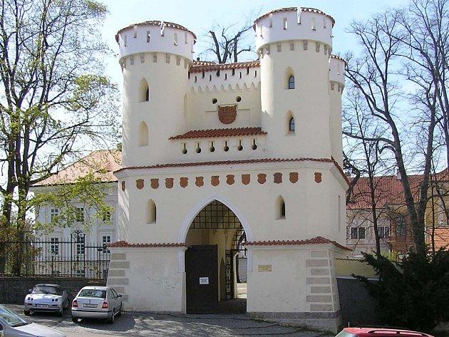 Brána zámku.