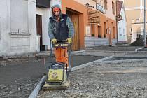 Oprava domašínského náměstí finišuje.