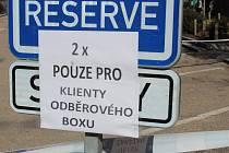Odběrový box v Benešově.