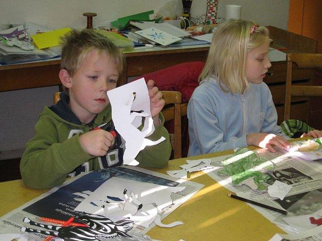 Děti vytvářely dárky pro své blízké