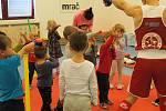 Setkání dětí s profesionálním boxerem Vojtěchem Končitíkem ve školce MiniSvět v Mrači