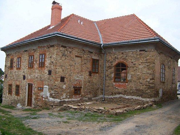 Ze 17. století pochází židovská synagoga, kterou se podařilo zachránit Petru Ehlovi