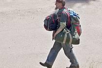 Muž bez domova v ulicích Vlašimi zachycený redakčním objektivem před pěti lety. V roce 2020 ve městě podle starosty Luďka Jeništy už lidé bez střechy nad hlavou nejsou.