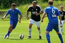 Fotbalisté Nespek (v modrém) uzavřeli sezonu v I. A třídě, skupině A, na devátém místě.