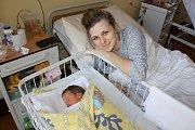 Do Uhlířských Janovic si svoji prvorozenou dcerku odvezou šťastní rodiče Iveta Faitlová a Martin Vomel. Malá Adéla Vomelová se v benešovské nemocnici narodila 28. února v 8.43. Vážila 2990 gramů.