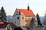 Benešov při pohledu ze střechy kostela sv. Anny - kostel sv. Mikuláše na Karlově.