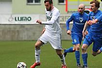 Fotbalisté favorizované Karviné (v bílém) se doma proti Vlašimi prosadili až v přesilovce a v páté minutě nastavení.