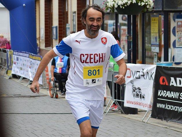 Jakub Kohák na trati charitativního běhu při Benešovském běžeckém festivalu v Benešově.