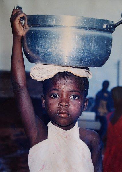 Stroje dovezené ze zlínského Svitu do africké Ghany zachránil před sešrotováním, odvezl je zpět na Moravu a dodnes na nich vyrábí komponenty. Jako poslední mohykán vyrábí vareálu bývalého Svitu sandálovou obuv. Na trh přišel isochrannými návleky  a bez