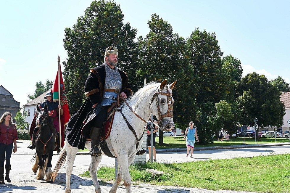 Ze slavností, při kterých se město Bystřice své městské vlajky.