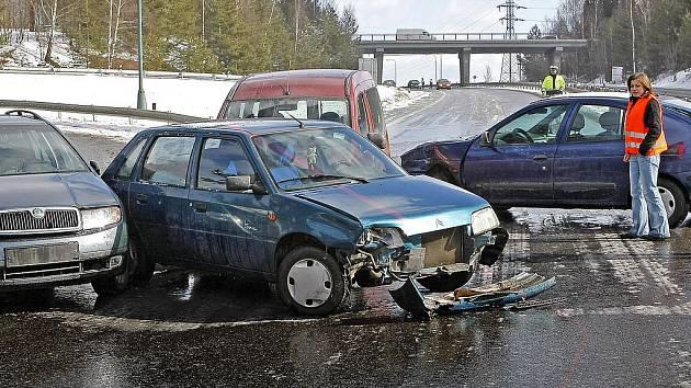 Dopravní nehoda ochromila provoz.