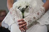 Zasnoubené páry chystající v blízké budoucnosti svatbu se mohou pro radu a inspiraci vydat na svatební veletrh přímo z pohodlí svého domova.