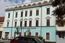 Budova bývalé střední školy v Táborské ulici v Benešově.