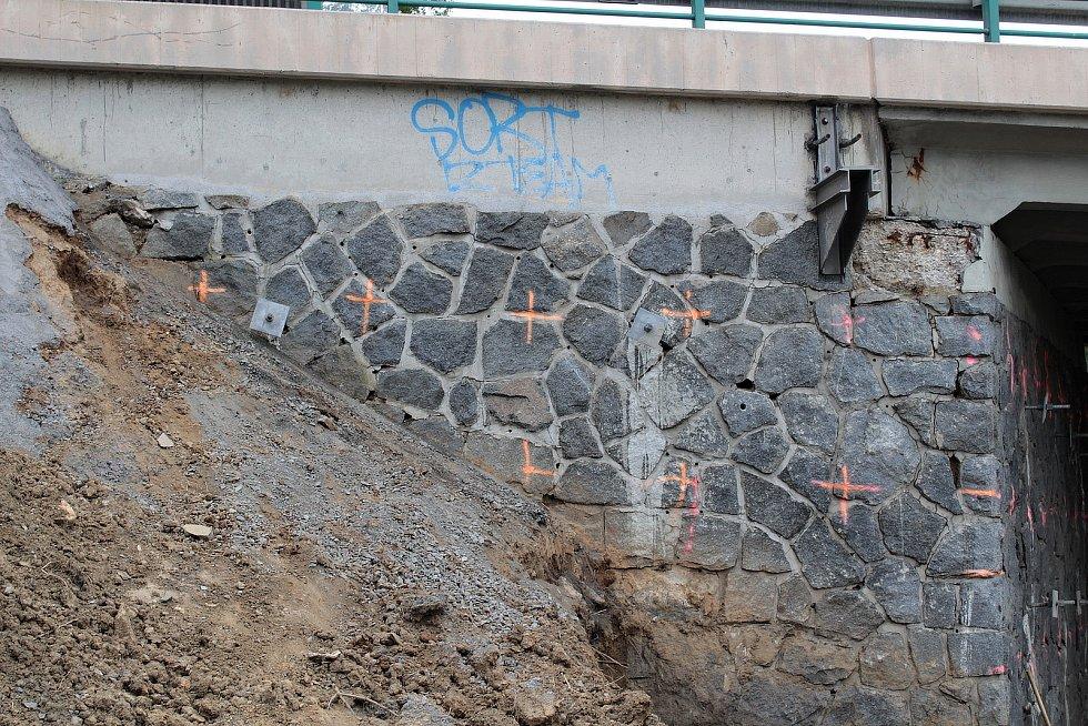 Oprava mostů na silnici I/3 v Benešově - Máchova ulice.
