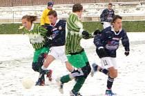 Za silného sněžení se odehrála odložená utkání posledního kola. V Příbrami na umělé trávě se nevedlo votickým dorostencům a oba zápasy prohráli