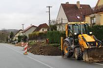 Silnice II/114 prochází například Jarkovicemi. Loni tam rekonstruovali dešťovou kanalizaci, letos by kraj měl opravit i vozovku.