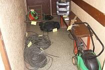 Ukradené věci z Pomněnic jsou na policejní služebně.