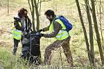 Zaměstnanci firmy v určené lokalitě blízko centrály posbírali vše, co tam nepatřilo. Odnesli odhadem 650 kg odpadu, většinou směsný, vyjma PET lahví a 11 pneumatik.