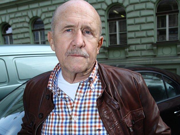 Petr Nárožný.