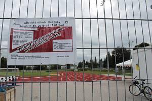 Atletický stadion Na Sladovce v Benešově.