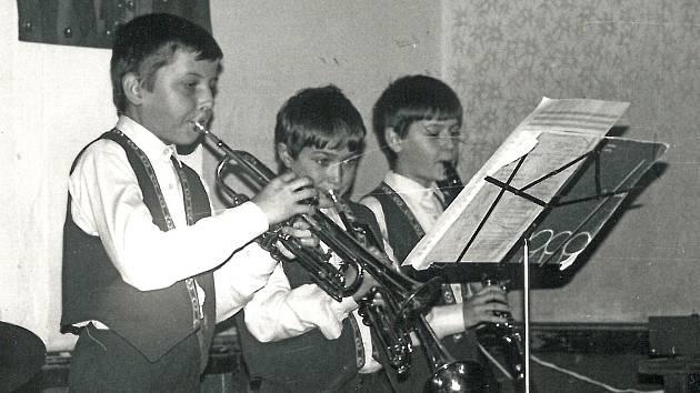 Dětský sextet posílily také dechové nástroje. Na trubky hráli Tomáš Vovsík a Jiří Žižka, klarinet ovládal stejně jako klávesy, Jan Žižka.