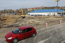 Křižovatka ve Vlašimi je uzavřená. V polovině března tu byl zahájen projekt na výstavbu kruhového objezdu.